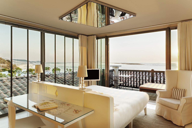 la co o rniche les parisiennes. Black Bedroom Furniture Sets. Home Design Ideas